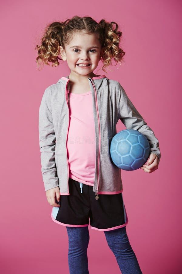 Lycklig ung flicka med fotboll royaltyfria foton