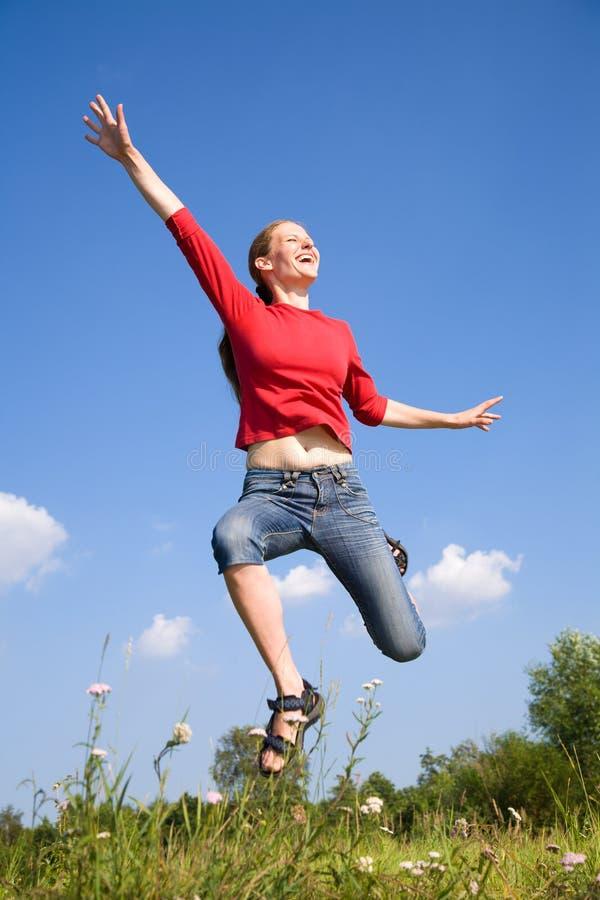 Lycklig ung kvinna arkivbild
