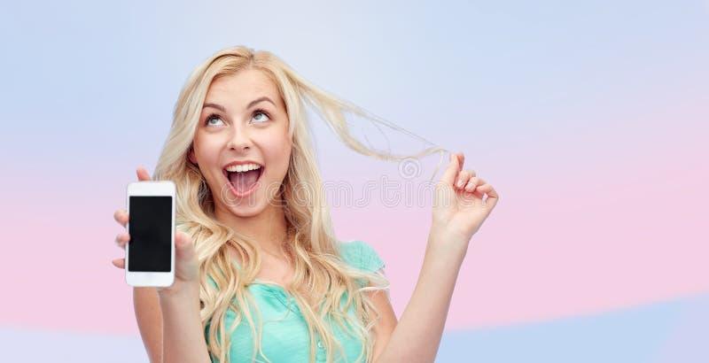 Lycklig ung kvinna eller tonårs- flicka med smartphonen royaltyfri fotografi