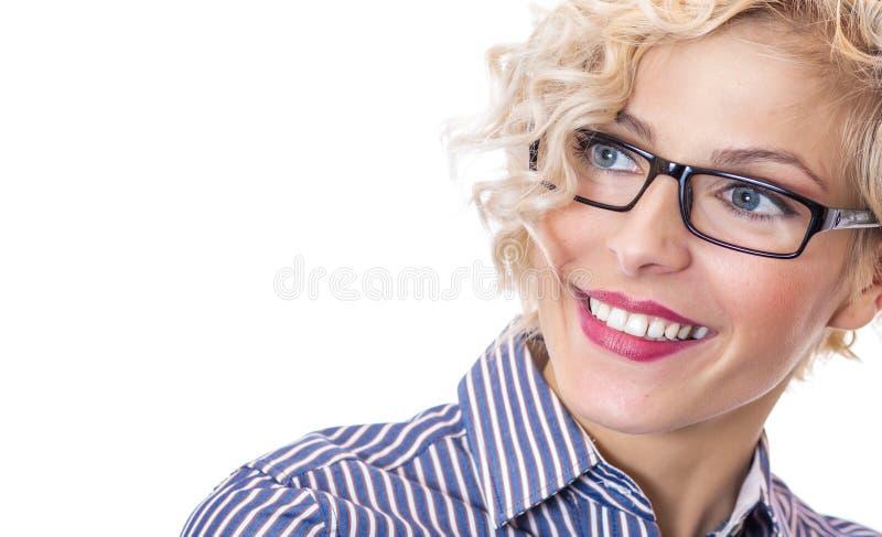 Lycklig ung kvinna för närbildleende royaltyfri bild