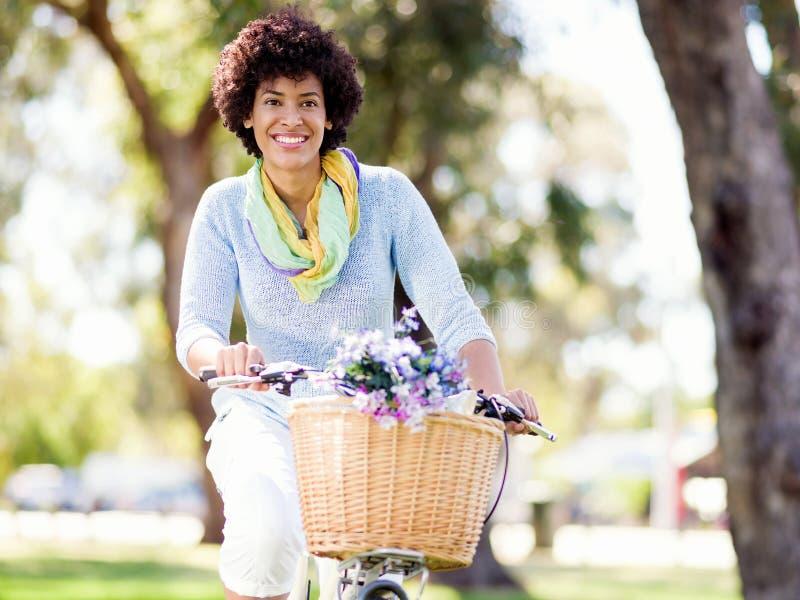 Download Lycklig Ung Kvinna Med Cykeln Arkivfoto - Bild av mode, fritid: 78729346