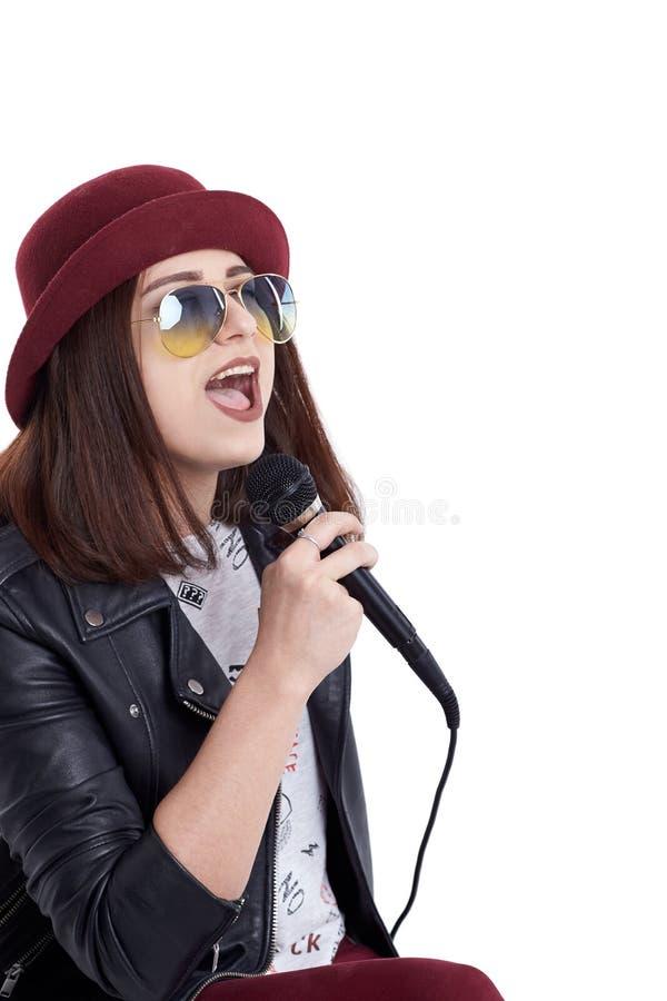 Lycklig ung kvinna med mikrofonen royaltyfri foto