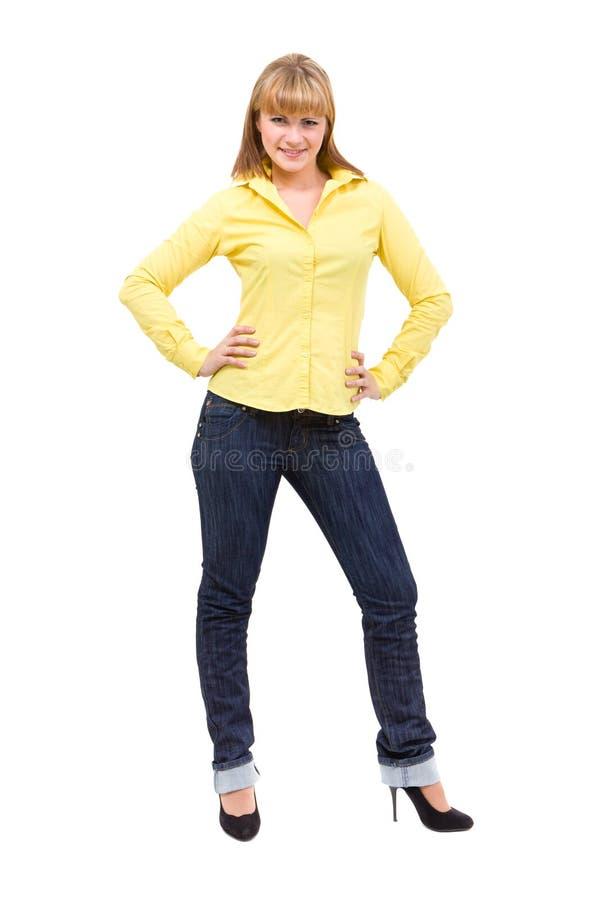 Lycklig ung kvinna som står full längd royaltyfri bild