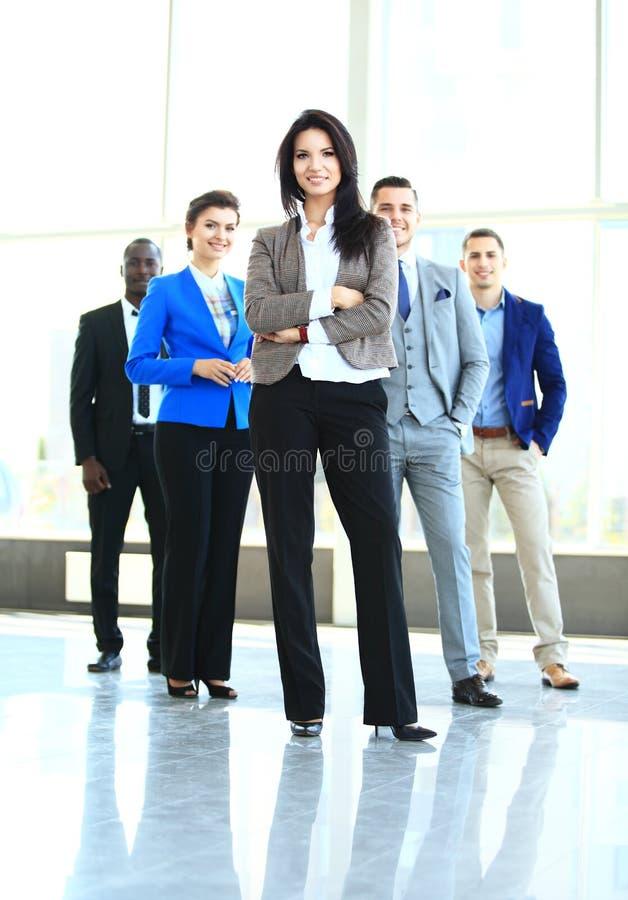 Lycklig ung kvinnlig företagsledare arkivfoto