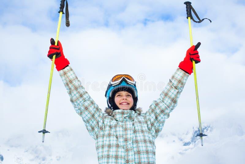 Lycklig ung skidåkare royaltyfri bild