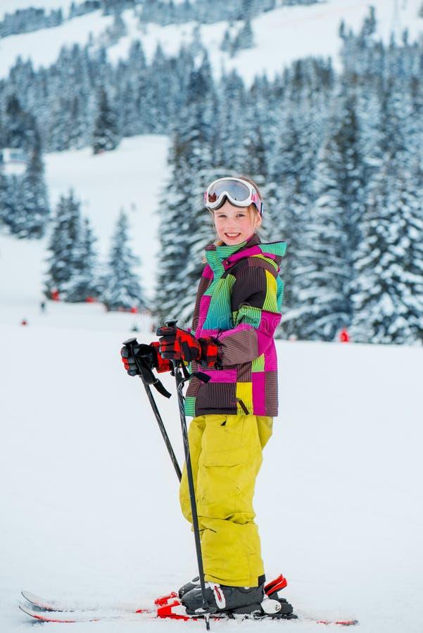 Lycklig ung skier royaltyfria bilder