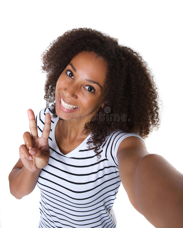 Lycklig ung svart kvinnadanandeselfie arkivbild