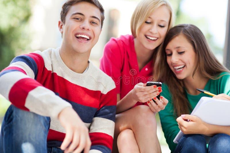 Download Lycklig ungdomar arkivfoto. Bild av  - 26829454