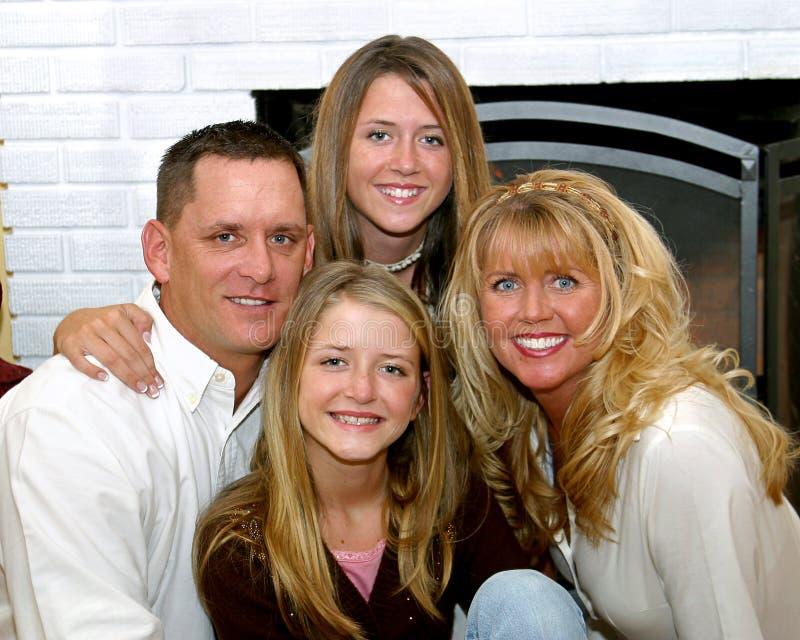 lycklig utgångspunkt för 3 familj royaltyfria bilder