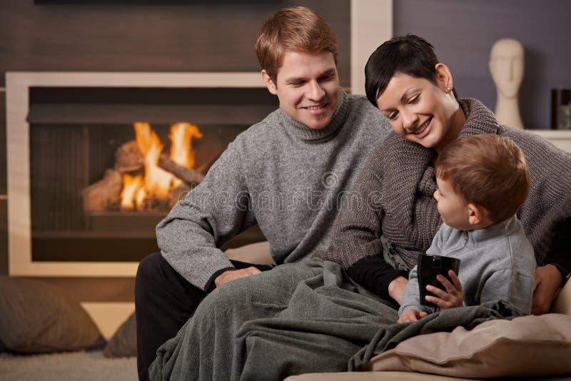 lycklig utgångspunkt för familj arkivfoton
