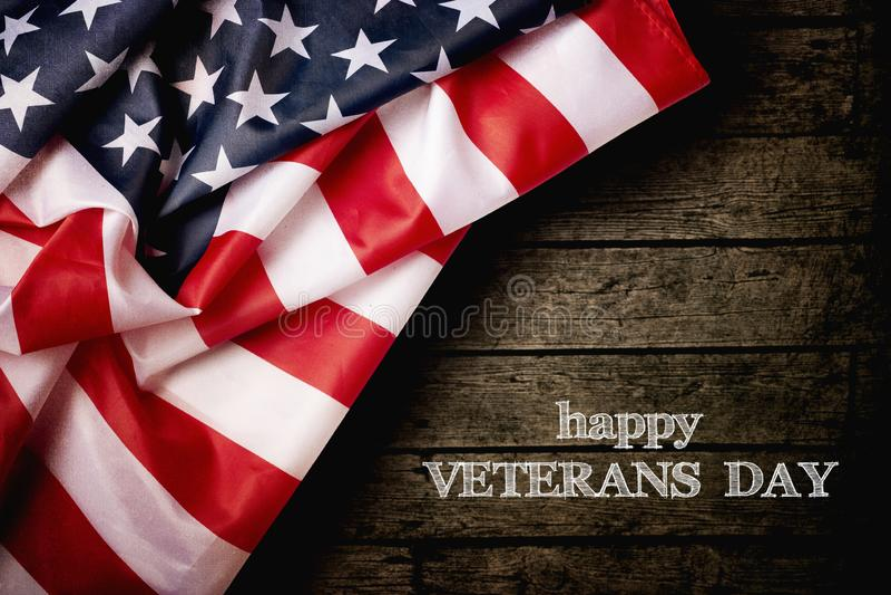 Lycklig veterandag med amerikanska flaggan arkivfoto