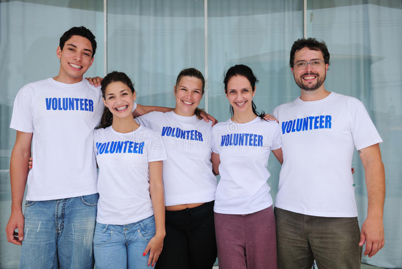 lycklig volontär för olik grupp royaltyfri fotografi