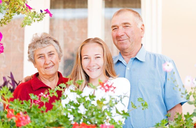 Lyckliga åldringpar royaltyfri bild