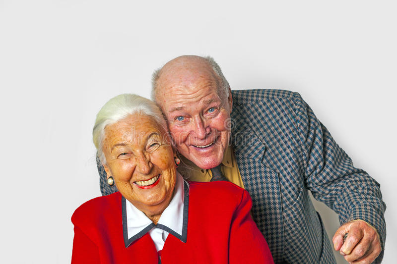Lyckliga åldringpar tycker om liv royaltyfria bilder