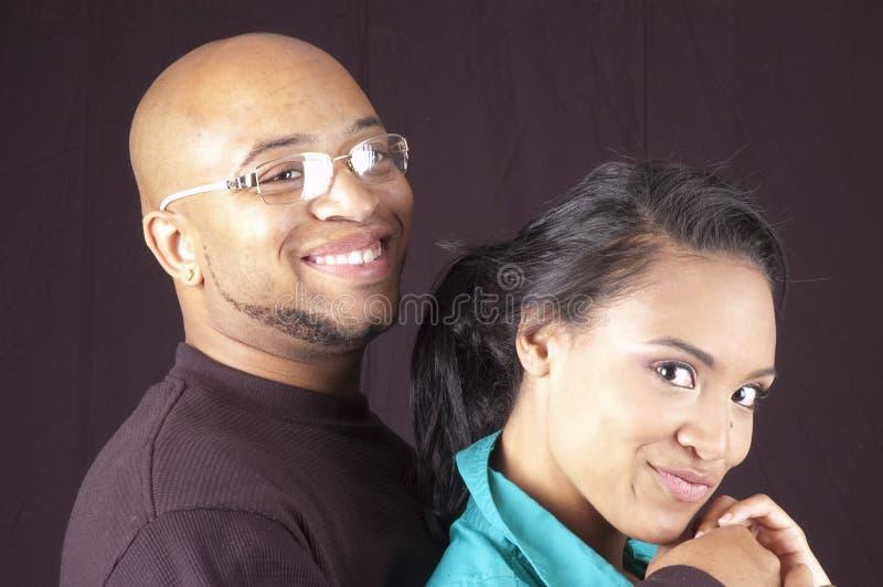 Lyckliga african-americanpar royaltyfri fotografi