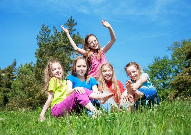 Lyckliga aktiva barn arkivfoto
