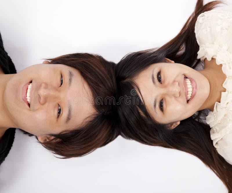 lyckliga asiatiska par royaltyfria foton
