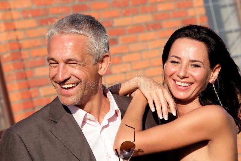 lyckliga attraktiva par royaltyfria bilder