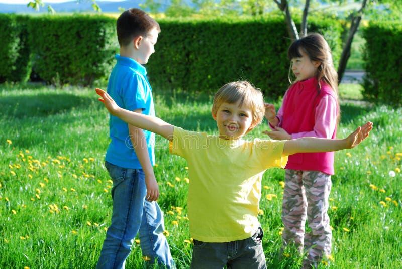 lyckliga barn royaltyfri bild
