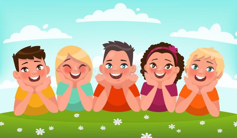 Lyckliga barn i den nya luften Grupp av ungar som ligger i en cleari stock illustrationer