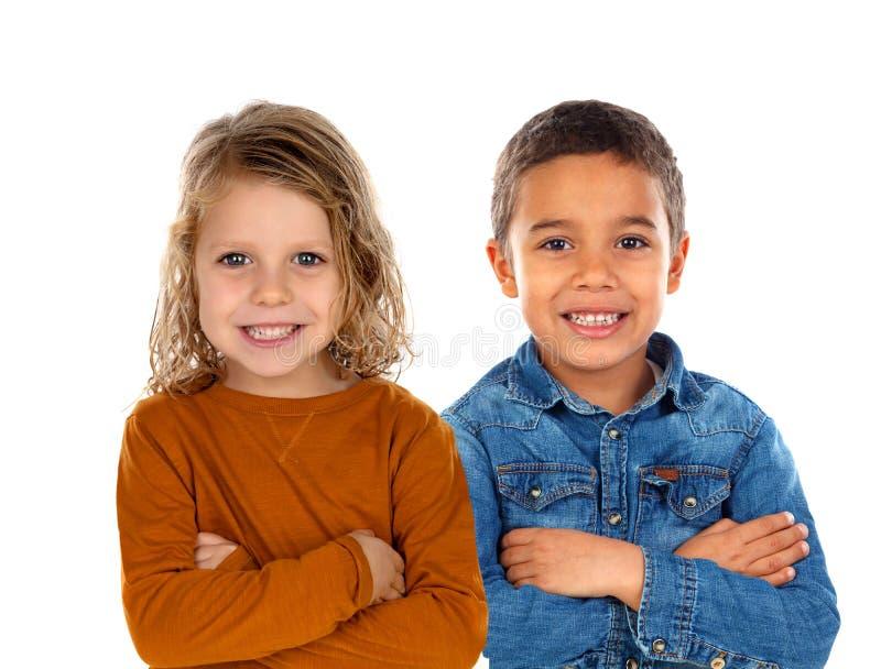 Lyckliga barn som ser kameran arkivfoto