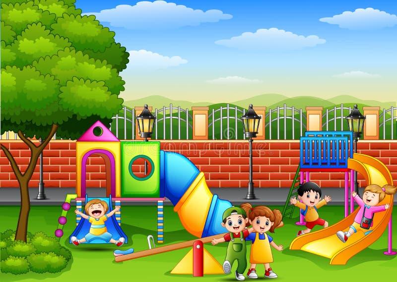 Lyckliga barn som spelar i skolalekplatsen stock illustrationer