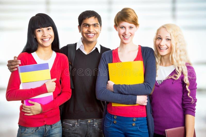 lyckliga deltagare för grupp royaltyfri foto