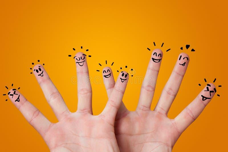 Lyckliga fingrar med idékläckningbegrepp arkivfoton