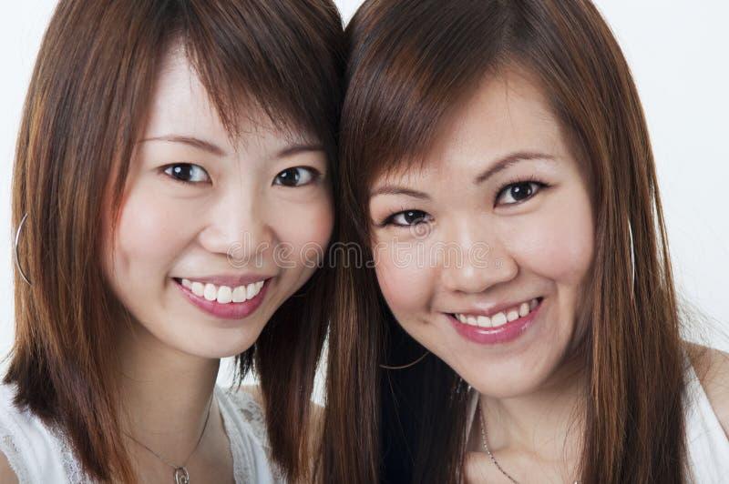 Lyckliga flickor royaltyfria bilder