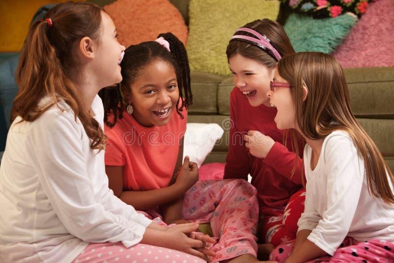 lyckliga flickor little arkivfoton