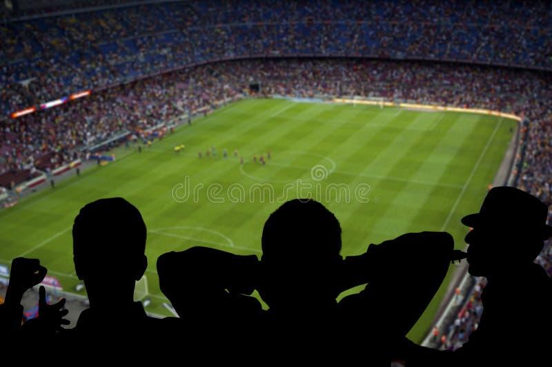 Lyckliga fotbollfans arkivfoto