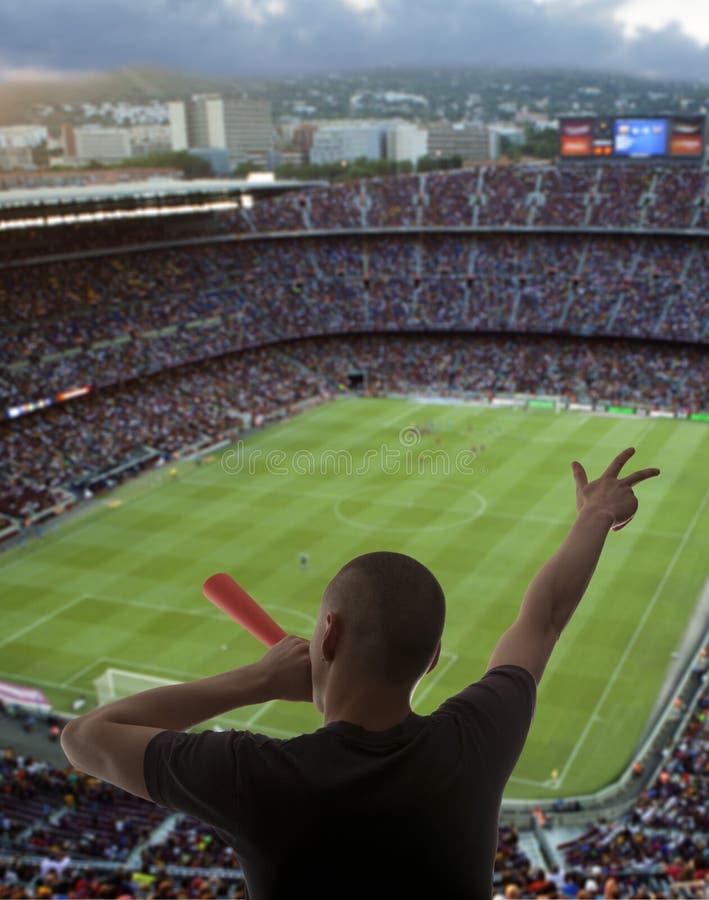 Lyckliga fotbollfans arkivbild