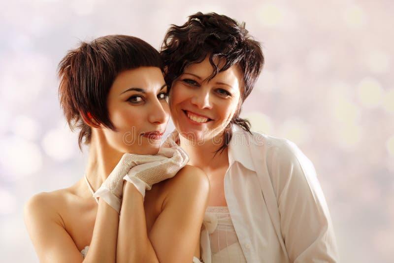lyckliga kvinnor för par arkivbild