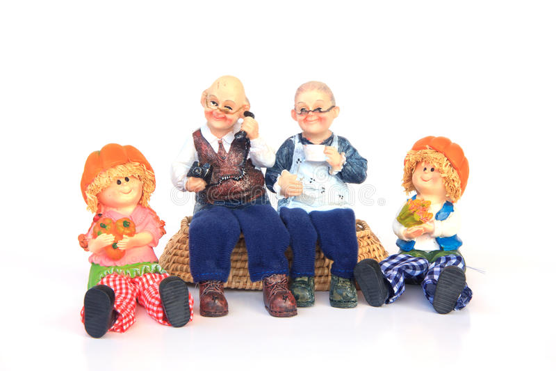 Lyckliga morföräldrar och barnbarn - utomhus - lagerför bild royaltyfria foton