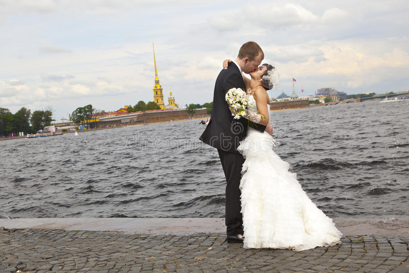 lyckliga nygift person royaltyfri bild