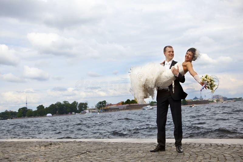 lyckliga nygift person arkivbilder