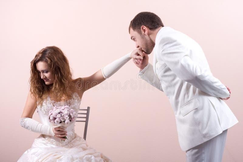Download Lyckliga par fotografering för bildbyråer. Bild av klänning - 3527309
