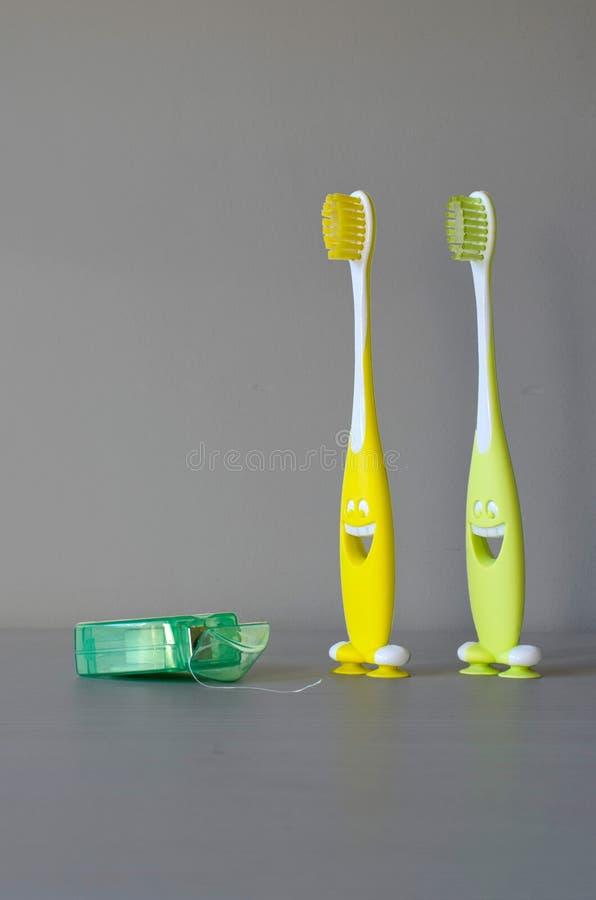 Lyckliga tandborstar royaltyfria foton