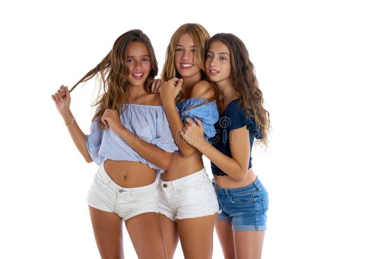 Lyckliga Thee tonåriga bästa vänflickor tillsammans royaltyfri bild