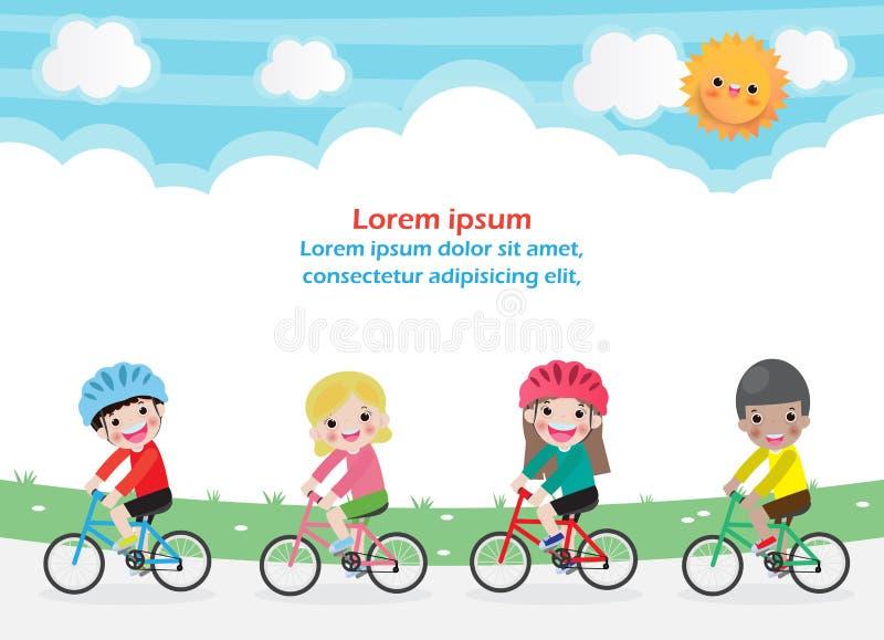 Lyckliga ungar p? cyklar, barnridningcykel, sunt cykla med ungar parkerar, grupperar in av barnet som cyklar p? bakgrund Mall f?r stock illustrationer