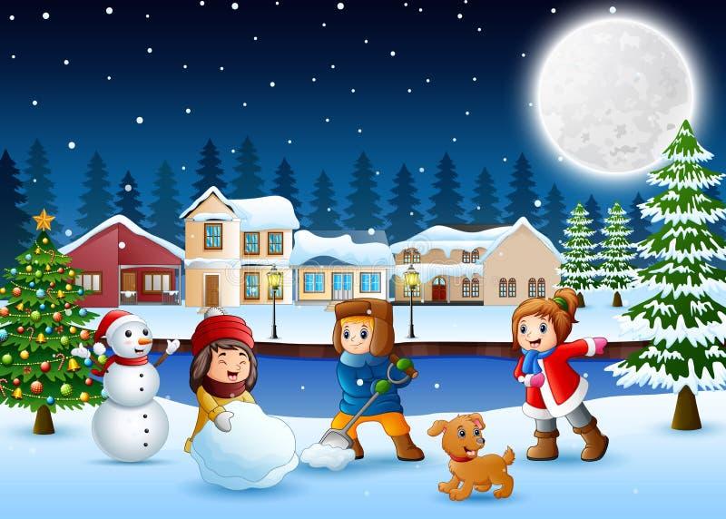 Lyckliga ungar som gör en snögubbe i den snöig byn vektor illustrationer