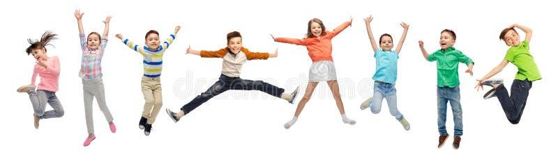 Lyckliga ungar som hoppar i luft över vit bakgrund royaltyfri fotografi