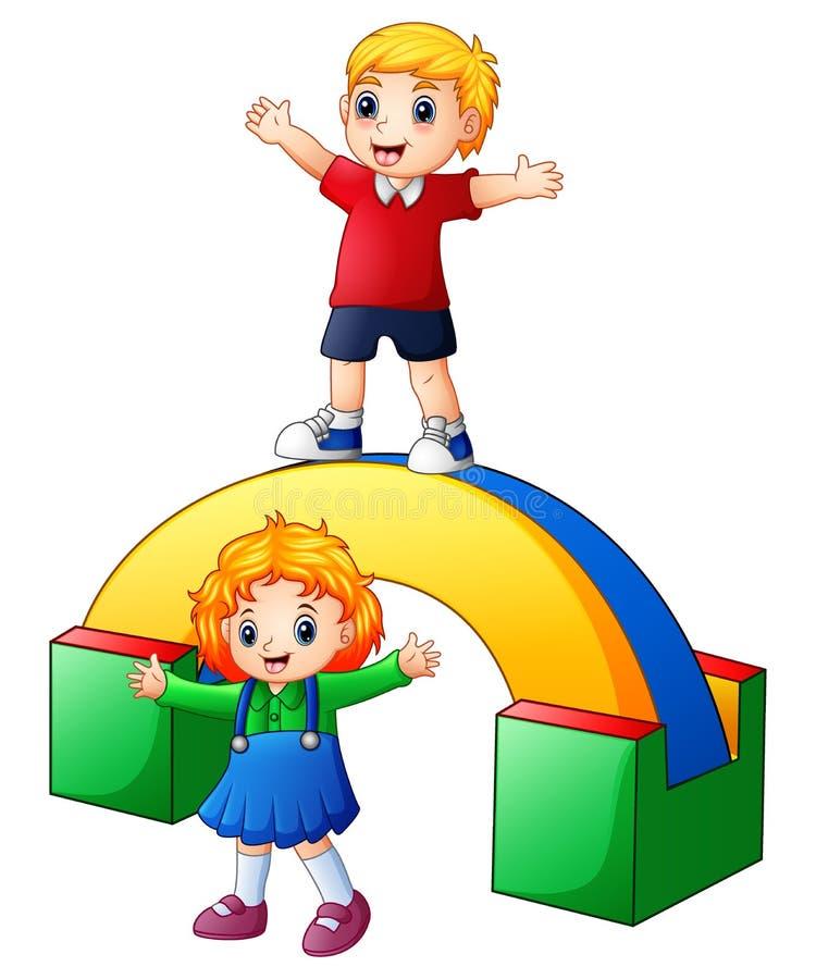 Lyckliga ungar som spelar i lekplatsen vektor illustrationer