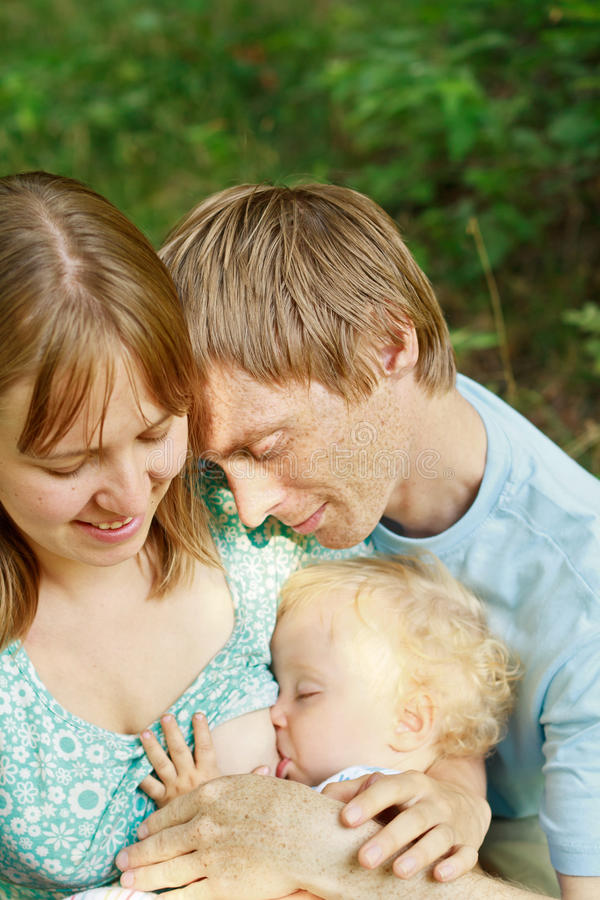 lyckligt älska för familj arkivbilder