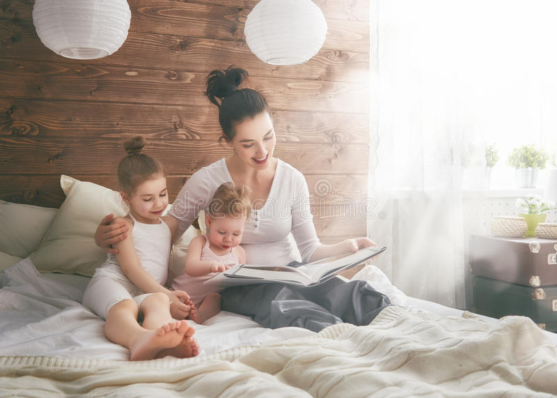 lyckligt älska för familj royaltyfri bild