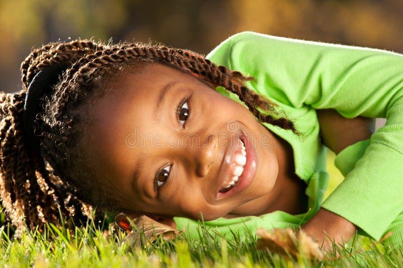 lyckligt afrikansk amerikanbarn royaltyfri bild