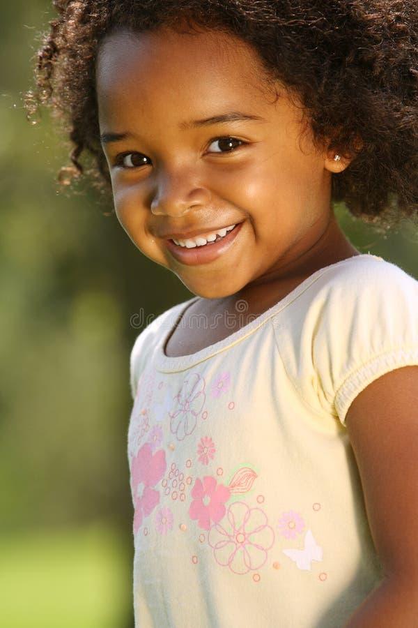 lyckligt afrikansk amerikanbarn royaltyfria bilder