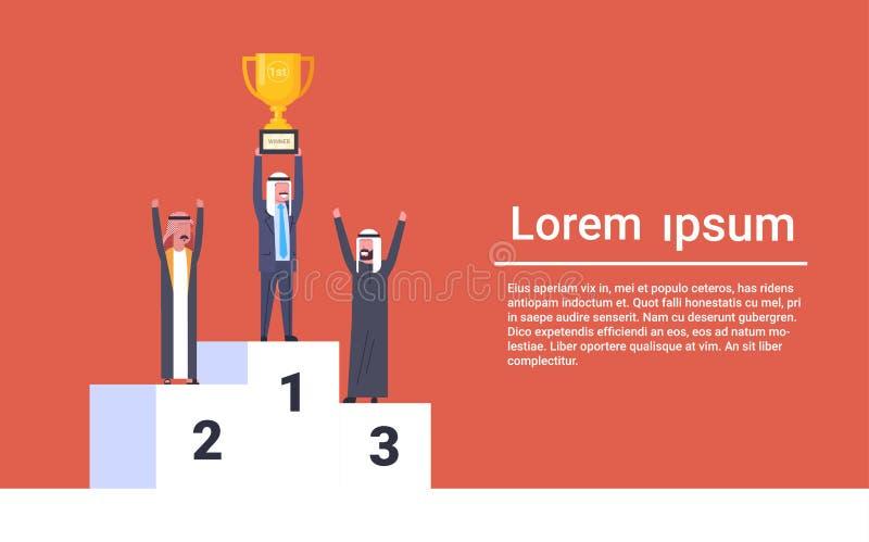 Lyckligt arabiskt affärsfolk som står på Holding Golden Cup för muslimsk ledare för affärsman för vinnarepodium företags framgång royaltyfri illustrationer