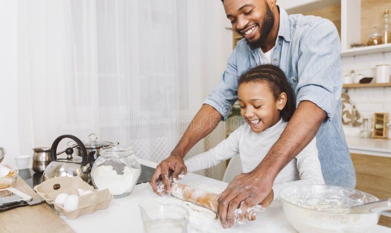 Lyckligt bagarebegrepp fotografering för bildbyråer