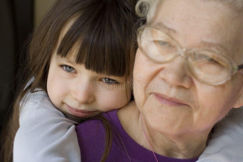 Download Lyckligt barn för flicka arkivfoto. Bild av förälskelse - 523380
